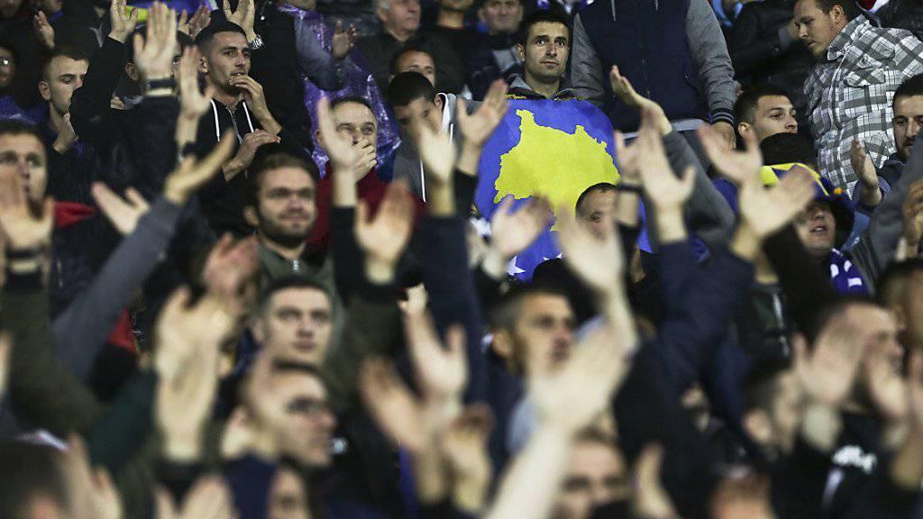 Fans von Kosovo sollen rassistische Gesänge zelebriert haben