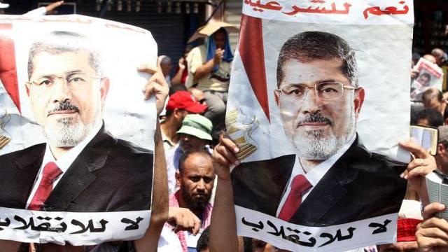 Die Muslimbrüder verlangen die Wiedereinsetzung von Präsident Mursi
