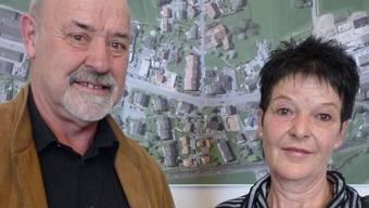 Hans Haldimann mit seiner Frau Maja an der Pensionsfeier im Gemeindehaus Kölliken, wo er vor 35 Jahren seinen ersten Arbeitstag hatte.sah