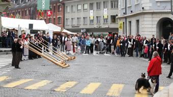 Spontaner Vortrag einer Alphorngruppe am Jodlerfest in Langenthal. Felix gerber