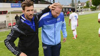 Raphael Wicky (links) und Ludovic Magnin, hier beim Cupfinal zwischen den jeweiligen U18-Teams des FCB und des FCZ, sind seit Jahren gute Freunde.