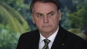 Der Gesundheitszustand des brasilianischen Präsidenten Jair Bolsonaro gibt erneut zu reden - diesmal ist er nach einem Unfall in ein Spital gebracht worden. (Archivbild)