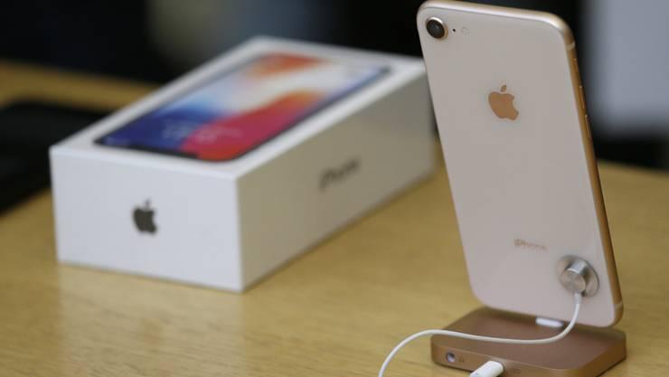 Der Kassenschlager iPhone X hat dem Apple-Konzern gute Quartalszahlen beschert. (Archivbild)