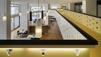 Die hohe Galerie im Alterszentrum Weihermatt: Seit 2013 wird um die Höhe der Betreuungs-Taxe gestritten.