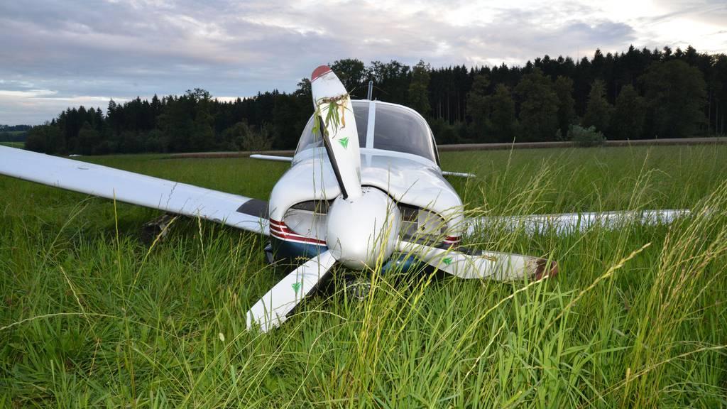 Flugzeug beim Landen auf Graspiste in Beromünster beschädigt