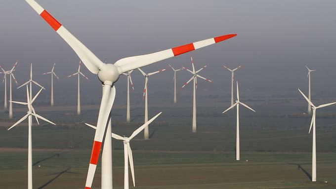 Die Windgeschwindigkeit hat sich in den letzten Jahren im Durchschnitt erhöht: Die Forscher fordern nun genauere Prognosen, damit die Investitionen in Windräder, die meist zwölf bis 15 Jahre im Einsatz sind, besser kalkuliert werden könnten. (Archivbild)