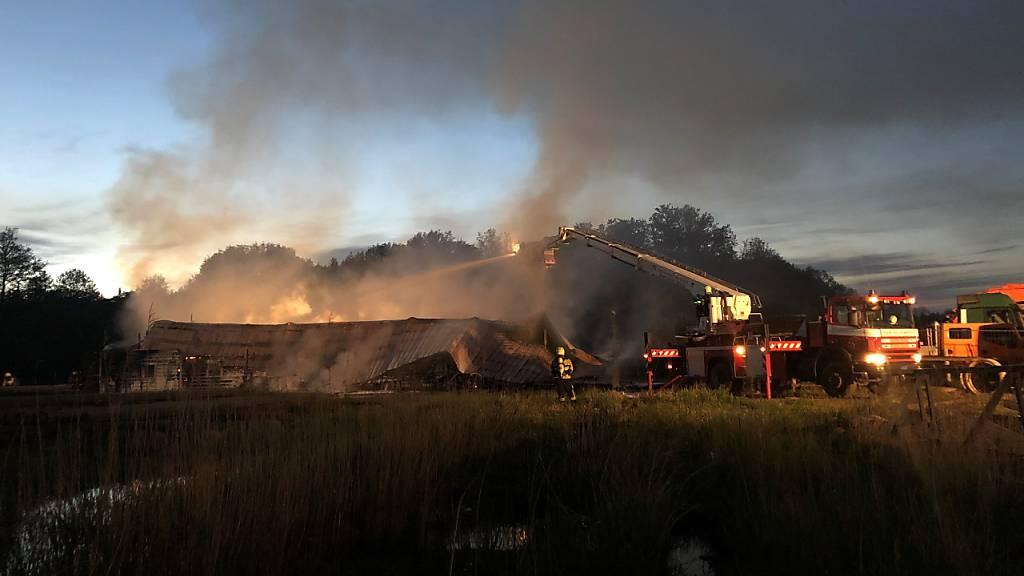 Brand zerstört Gebäude von Wasseraufbereitungsfirma