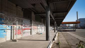 Vorbereitungsarbeiten hinter den Kulissen: Noch deutet wenig darauf hin, dass in das ehemalige Lastwagen-Terminal bald Flüchtlinge einziehen werden.