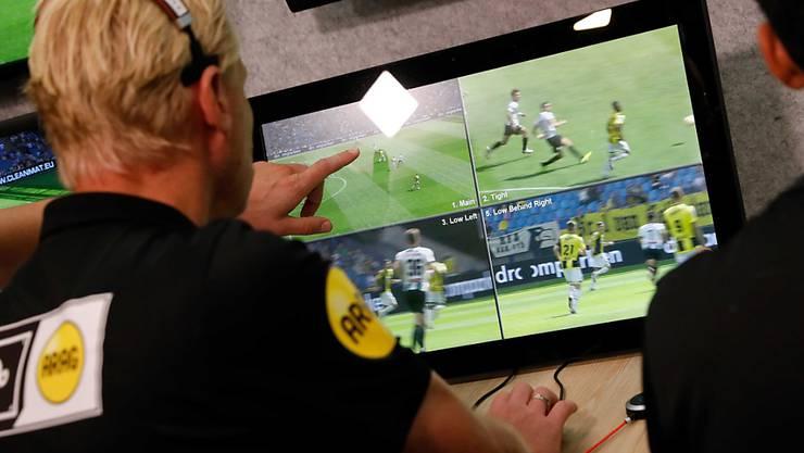 Der Video-Schiedsrichter (VAR) wird ab der nächsten Saison auch in der Champions League zum Einsatz kommen