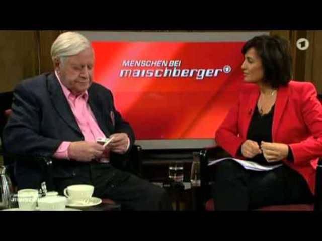 Helmut Schmidt  probiert bei Maischberger eine E-Zigarette: «Ich ziehe normale Zigaretten vor».