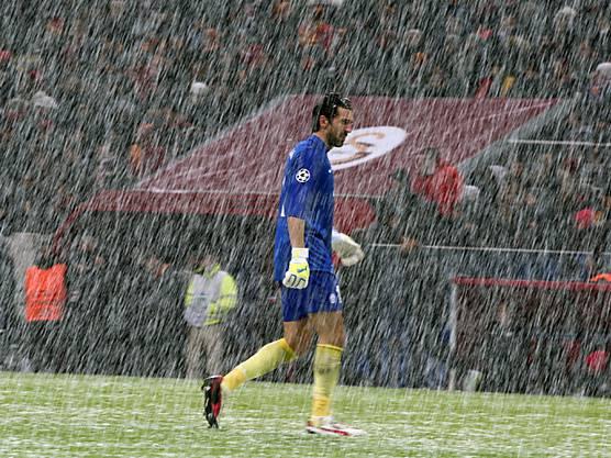 Keine Wetter zum Fussball spielen für Juve-Keeper Gianluigi Buffon.