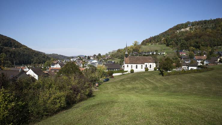 Auf dieser Wiese am Rande von Tenniken, wo einst die Pfarrer ackerten, plant die Stiftung Kirchengut in den nächsten Jahren eine Überbauung.