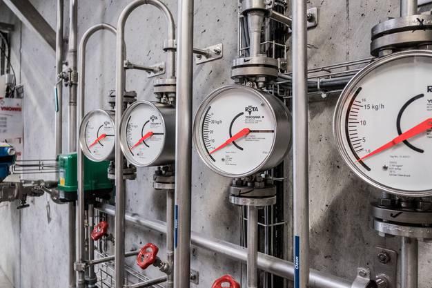 Die ARA in Reinach ist eine Grossbaustelle uns wird ausgebaut, Kapazität verdoppelt. Die neue Anlage ist in Betrieb, jetzt wird die alte ausgebaut und saniert. Ebenso wurden ein neue Faulturm gebaut und eine Filteranlage mit Ozonierung am Schluss der linie angehängt. Die ARA des Abwasserverbandes Oberwynental wird ausgebaut und saniert. Neu: Biogasgewinnung, 4 Filterstufe mit Ozonierung, Klärschlammtrockung 4 neue Filter am Schluss der Anlage (Mikrofilter) und Armaturen der Ozonanlage.