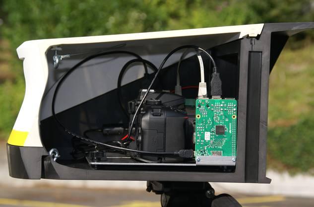 Blick ins Gehäuse: Spiegelreflexkamera mit Übertragunssoftware