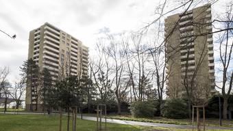 Die Kollektiv-Einsprache von Mietern gegen das Umbaugesuch für zwei Wohnhochhäuser am Basler Schorenweg wurde abgewiesen. (Archivbild)