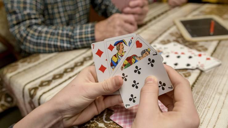 Sowohl Benedikt als auch Josef Peng heben meist die richtigen Karten bis zum letzten Stich auf.