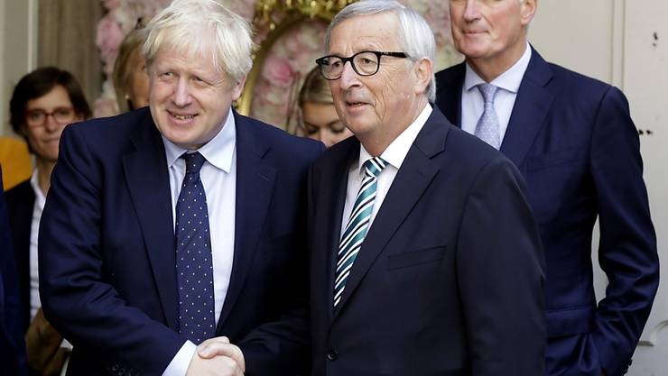 Der britische Premier Johnson und EU-Kommissionschef Juncker haben erstmals direkte Gespräch geführt seit Johnson im Juli Premierminister wurde. Das Treffen blieb jedoch ohne Durchbruch. Juncker erklärte, die EU-Kommission werde nun rund um die Uhr gesprächsbereit sein.