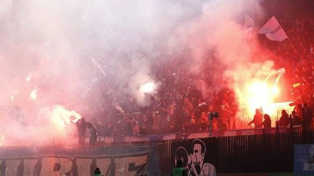 Pyros werden im Stadion Letzigrund immer wieder entzündet (Symbolbild)