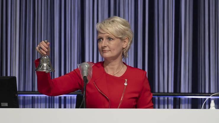 """""""Diese Session wird in die Geschichte der Schweizer Demokratie eingehen"""", sagte die höchste Schweizerin, Nationalratspräsidentin Isabelle Moret, bei der Eröffnung der ausserordentlichen Session """"extra muros"""" in der Berner Messe Bernexpo."""