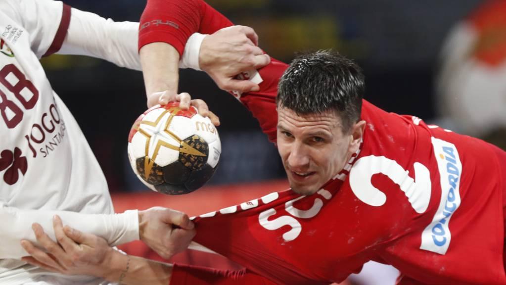 Trotz viel Zupfen und Reissen gelangen Andy Schmid gegen Portugal wieder 11 Tore.