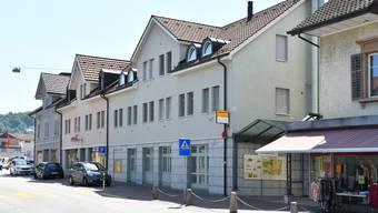 Im Postgebäude von Niedergösgen ist noch kein neuer Käufer eingezogen. (Archiv)