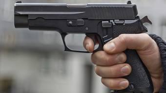 Der 17-Jährige bezahlte das Taxi nicht und hielt dann dem Fahrer eine Pistole vors Gesicht. (Symbolbild).