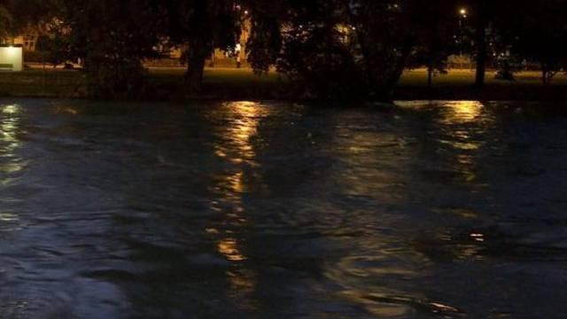 Am Abend wurde aus der Aare in Bern eine Leiche geborgen (Symbolbild)