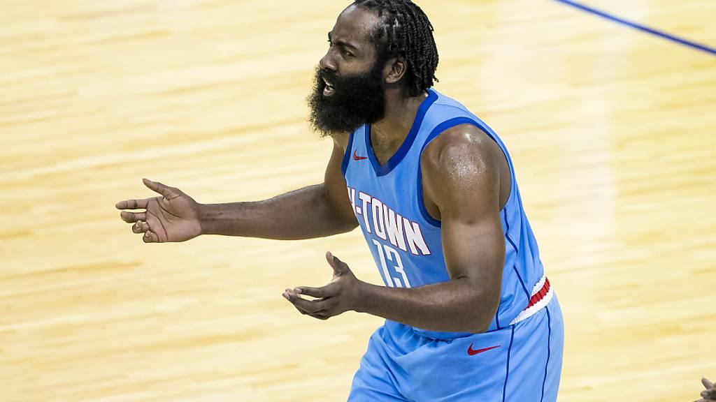 Frustriert wendet sich James Harden von den Houston Rockets ab