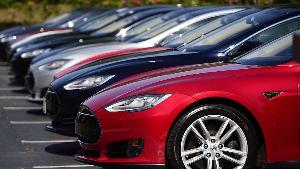 Starke Rostbildung an Schrauben der Lenkung: Der Elektroauto-Hersteller Tesla ruft zehntausende Autos zurück. (Symbolbild)