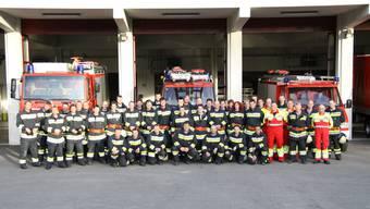Die Würenloser Feuerwehr im Jahr 2013 vor dem Magazin Wiemel.