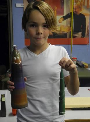 Die Kerze von Marlon (10) leuchtet in allen Farben.