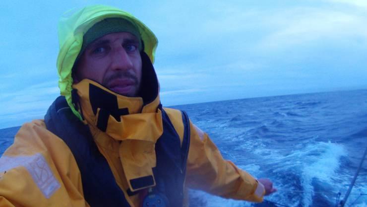 Simon Koster ist über 23 Tage lang allein in einem 6,50 Meter langen Boot unterwegs gewesen.simon koster
