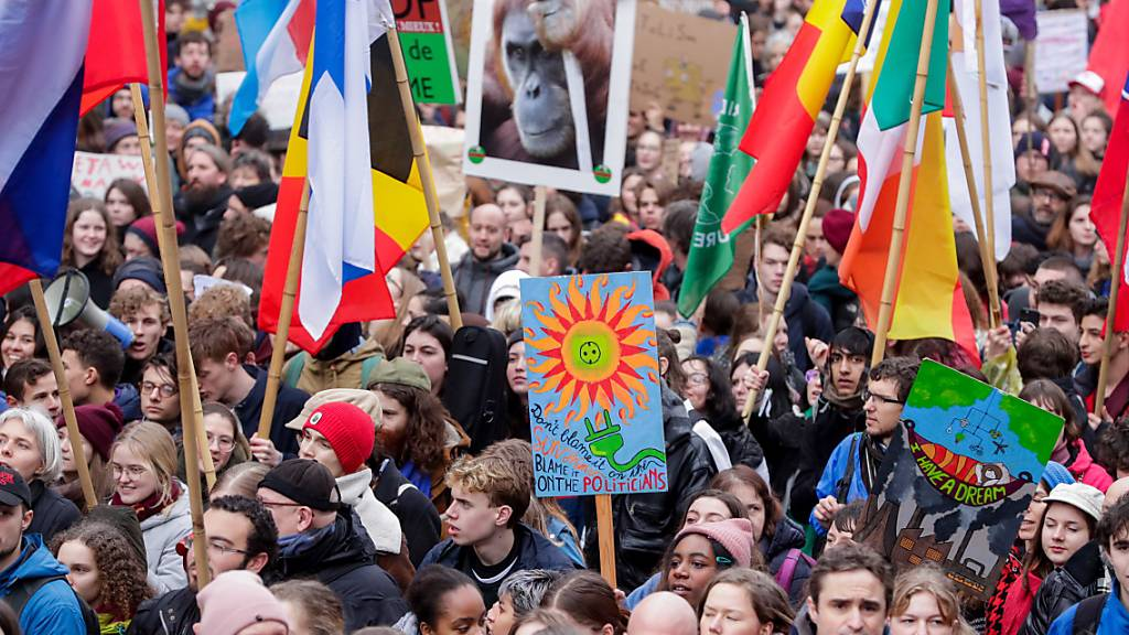 Tausende marschieren für andere Klima-Politik durch Brüssel
