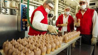 In Zukunft werden in der Gasparini-Produktionshalle in Münchenstein nur noch natürliche Farbstoffe verwendet.