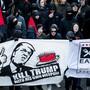 """Das """"Kill Trump""""-Transparent, das am vergangenen Samstag an einer Anti-WEF-Kundgebung in Bern mitgeführt wurde, hat polizeiliche Ermittlungen zur Folge."""