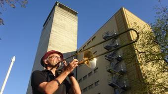 Von diesem Turm wird die Musikgesellschaft ein Ständchen für die Villmerger Bevölkerung spielen.