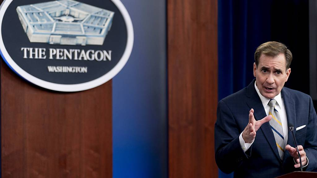 John Kirby, Sprecher des US-Verteidigungsministeriums, spricht während eines Briefings im Pentagon. Die USA wollen ihre Truppen in Afghanistan erneut deutlich aufstocken. Fast 6000 Soldaten sollen den Flughafen von Kabul sichern, teilte das Außen- und Verteidigungsministerium am Sonntagabend mit. Foto: Andrew Harnik/AP/dpa