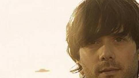 Der Badener Musiker Adrian Stern ist auf Advents Solo Tour.ho