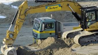 Auf vielen Baustellen standen im Februar die Maschinen still (Archiv)