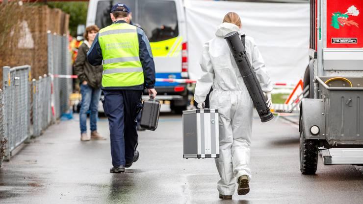 Bei einem Brand an der Lenzhardstrasse in Rupperswil kamen vier Menschen ums Leben: Viel mehr wusste man Ende 2015 in der Öffentlichkeit noch nicht über das Tötungsdelikt.