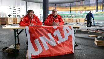 Die Gewerkschaft Unia gibt anlässlich der Baselworld Messe Baustelle eine Pressekonferenz. Mit Andreas Giger, Unia-Schreiner, und Hansueli Scheidegger (mit Brille),Co-Leiter Unia Nordwestschweiz.