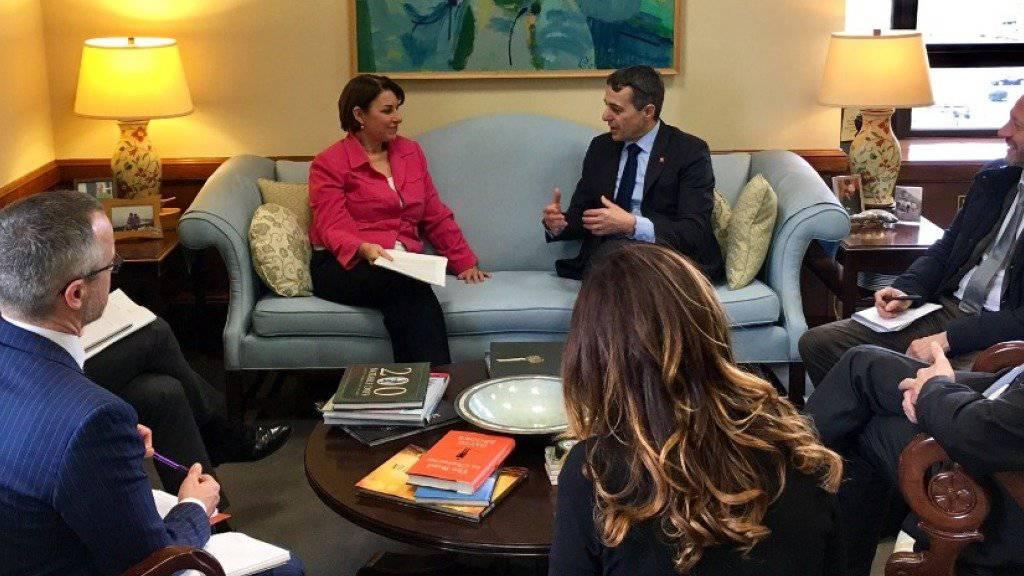 Der Schweizer Aussenminister Ignazio Cassis traf unter anderem auch die demokratische Senatorin Amy Klobuchar, die Co-Vorsitzende des Freundeskreises der Schweiz im US-Senat.