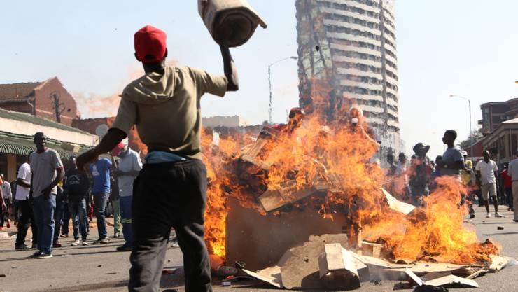 Frust schlägt in Gewalt um in Harare, der Hauptstadt von Simbabwe, nach Bekanntgabe der Teilergebnisse zu den Wahlen.