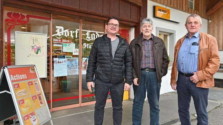 Der letzte Dorfladen von Aedermannsdorf wird Ende Jahr schliessen. Die Gemeindebehörden wollen dies verhindern. (v.l.) Thomas Altermatt, Bauverwalter, Adrian Stampfli, Ladenbesitzer, Bruno Born, Gemeindepräsident.