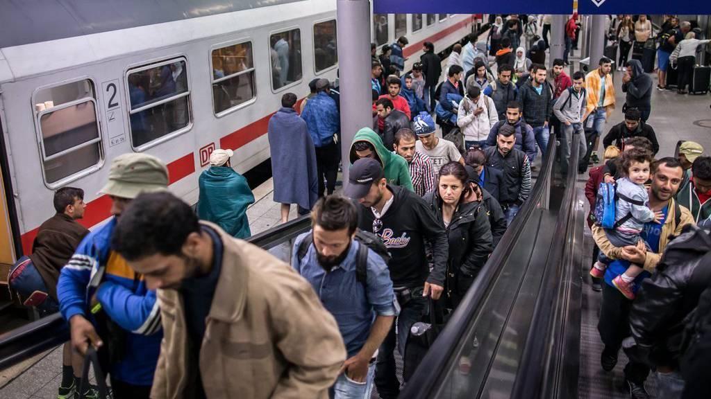 Flüchtlinge kommen in Düsseldorf an.