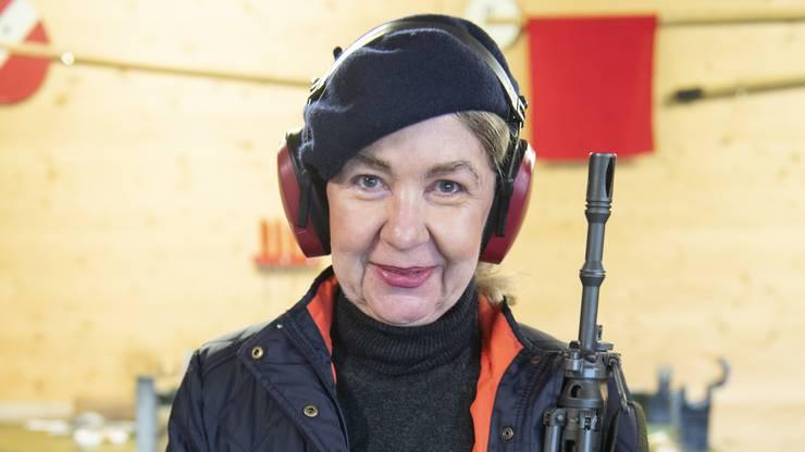 Ursula Bucher benutzt sonst die Pistole:  «Heute schiesse ich mit dem Sturmgewehr über 300 Meter.»