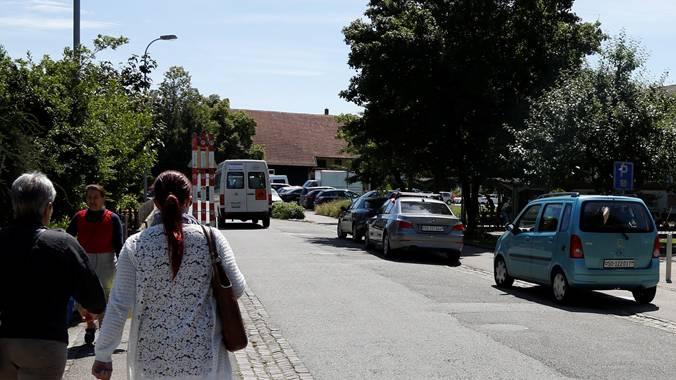 Die Bleichemattstrasse soll zur Begegnungszone werden, wartende Autos sollen damit verschwinden.