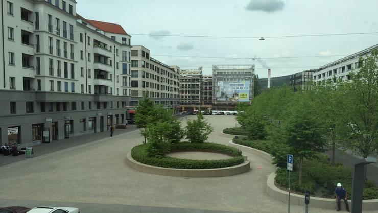 Der Dietiker Rapidplatz gehört mit seinen rund 6000 Quadratmetern zu den grössten innerstädtischen Plätzen der Schweiz.