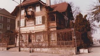 Das Restaurant zum Neuen Bahnhof im März 1986 kurz vor dem Abriss.