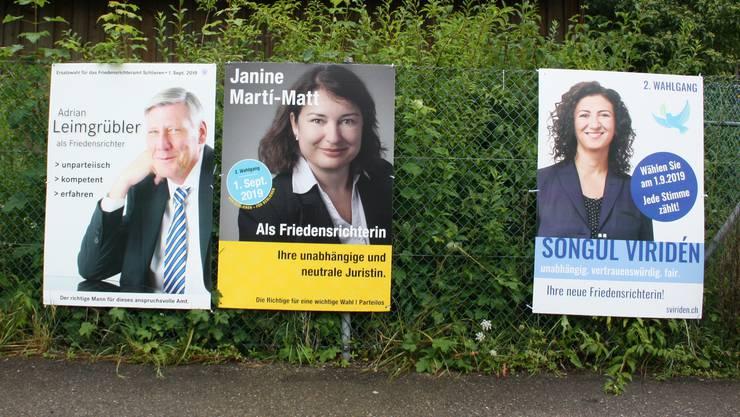Der Kampf ums Schlieremer Friedensrichteramt wird ruppig. Adrian Leimgrübler, Janine Martí-Matt (beide parteilos) und Songül Viridén (GLP) nehmen alle am zweiten Wahlgang teil. Urnengang ist am 1. September.